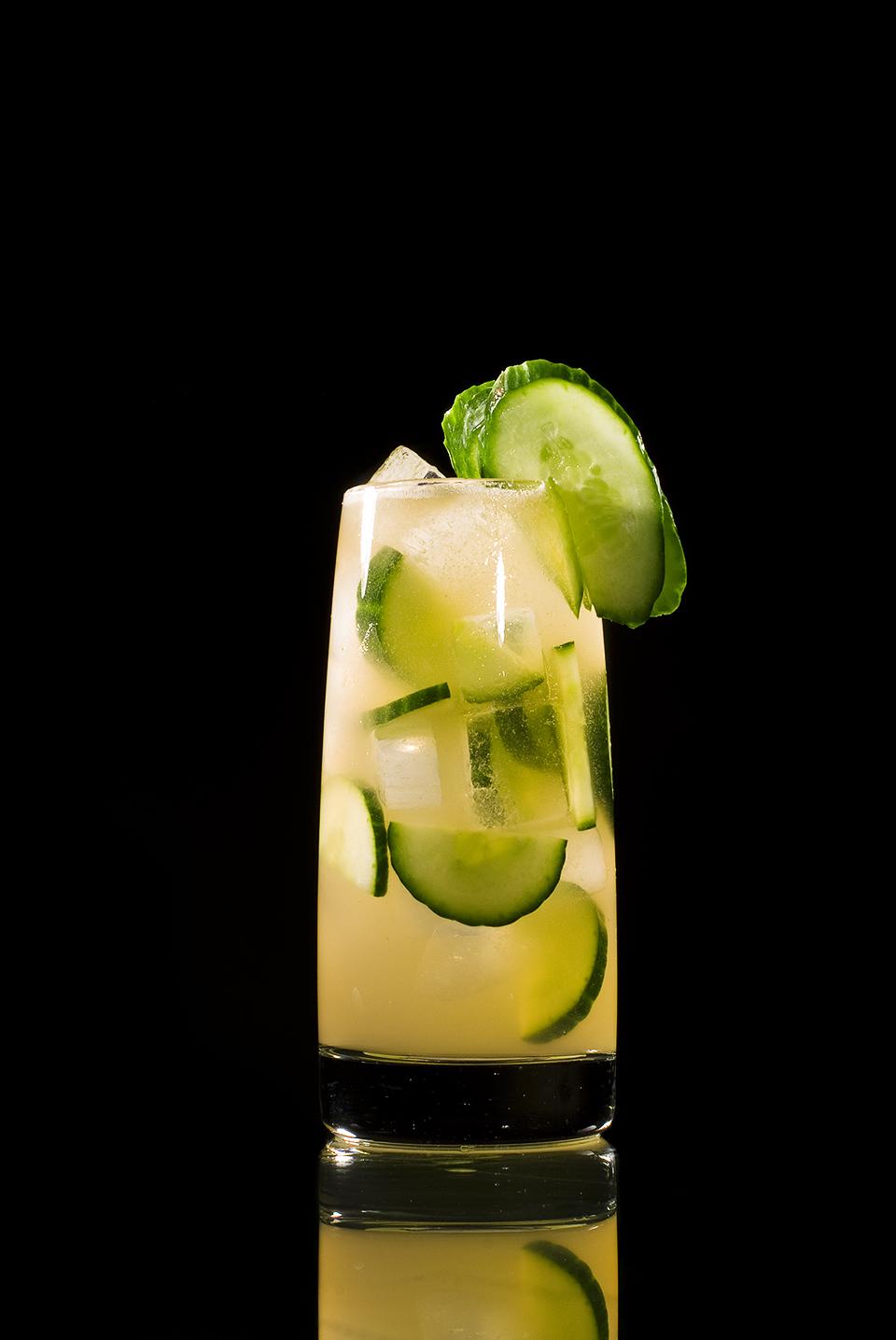 Cucumber Cooler im großen Tumbler